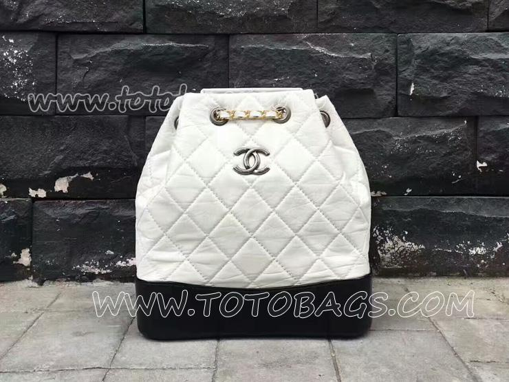 A94485 Y61477 C0200 シャネル ガブリエル ドゥ バックパック Chanel GABRIELLE エイジド カーフスキン & カーフスキン ホワイト & ブラック