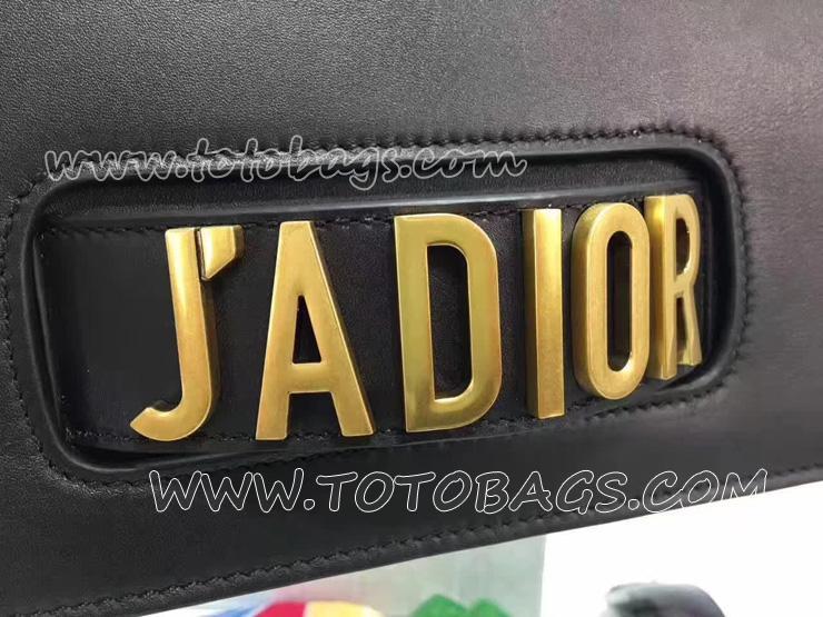 クリスチャン・ディオール ブラック カーフレザー J'ADIOR チェーンフラップバッグ アンティークゴールドメタルのアクセサリー M9000CVWU_M900