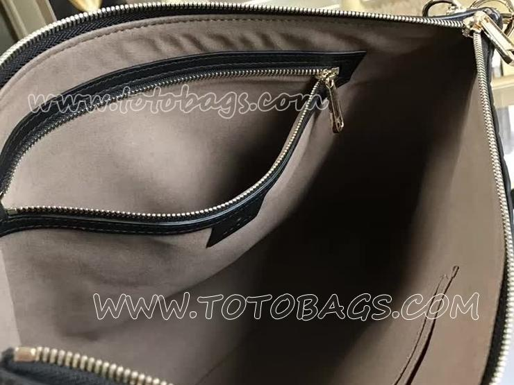 473882 DMT1N 1000 グッチ シグネチャー バッグ スーパーコピー GUCCI ソフト メンズ メッセンジャーバッグ 2色選択可 ブラック