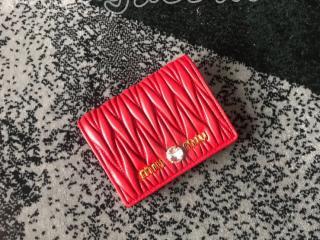5MV204_2B9G_F068Z ミュウミュウ 財布 スーパーコピー MIUMIU MATELASSE 「マテラッセ」レザー レディース 二つ折り財布 3色可選択 レッド
