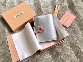 5MV016_2BQ3_F0135 ミュウミュウ 財布 コピー MIUMIU マドラス ラブ 財布 レディース 二つ折り財布 3色可選択 シルバー