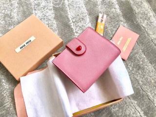 5MV016_2BQ3_F0028 ミュウミュウ 財布 スーパーコピー MIUMIU マドラス ラブ 財布 レディース 二つ折り財布 3色可選択 ピンク