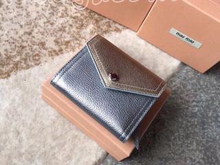 5MH014_2A11_F0MA0 ミュウミュウ 財布 スーパーコピー MIUMIU ツートーンマドラスレザー レディース 三つ折り財布 シルバー/ゴールド